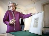 Meda Mládková ukazuje Kupkovu skicu Zrození kruhů (25. ledna 2012).