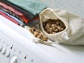 Mýdlové ořechy slibují levnou a ekologickou alternativu ke konvenčním pracím prostředkům, ve skutečnosti se ale slibovaného nedočkáte.