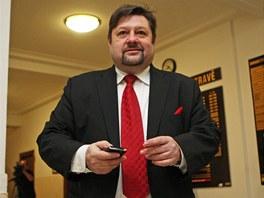 Petr Wolf před zahájením soudu. (27. ledna 2012)