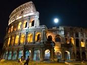 Koloseum v noci.