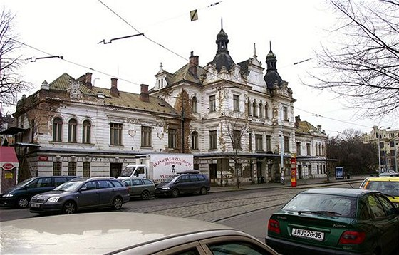 Chátrající pražské železniční nádraží Vyšehrad