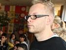 Omluvě Romana Kešnera přihlížela padesátka studentů a učitelé včetně ředitele