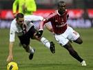 ZASTAVTE VETERÁNA! Leonardo Bonucci z Juventusu (vlevo) skáče do cesty Clarenci