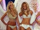 Topmodelky na přehlídce Victoria's Secret: zleva Karolína Kurková, Tyra