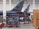 V montážní hale číslo 3 se kontrolují a modernizují letouny českých vzdušných