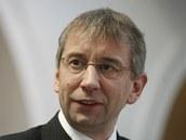 Ministr pr�ce a soci�ln�ch v�c� Jarom�r Dr�bek p�i obhajob� syst�mu vypl�cen�
