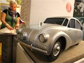 Model vozu Tatra 87, kterým cestovatelé Hanzelka a Zikmund ujeli celkem 61 357...