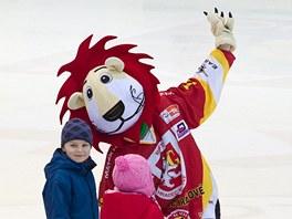 Maskot hokejistů Hradce Králové dostal jméno Mechováček.