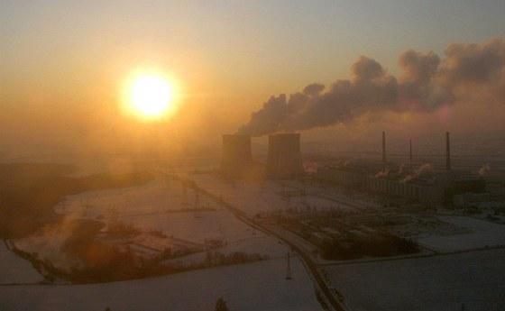DUKOVANY 7:35 - Východ slunce nad elektrárnou v Dukovanech. Meteorologové už