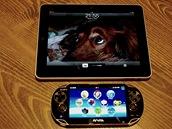 PS Vita a první generace tabletu iPad od Apple