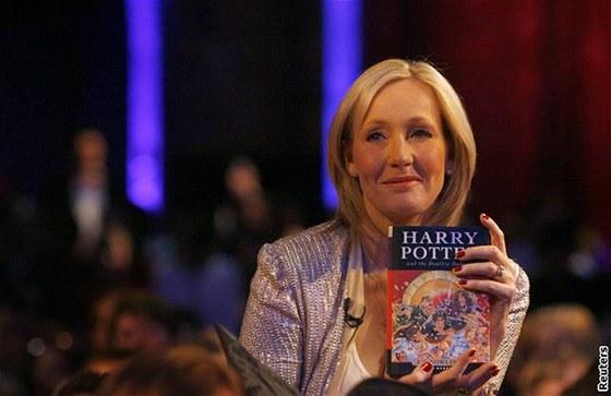 J.K. Rowlingová četla z knihy dětem v londýnském Muzeu přírodní historie