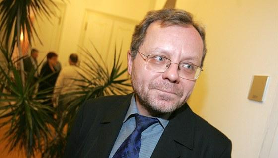 Miloslav Kala, prezident NKÚ, chystá stížnost kvůli zákonu o platech. I on je ve stejném zákoně jako politici a soudci. Ti jediní mají ale výhodu, jim se totiž platy krátit nesmí, pravidelně říká Ústavní soud