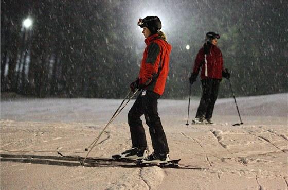 Večerní lyžování ve Ski areálu Potůčky v Krušných horách.