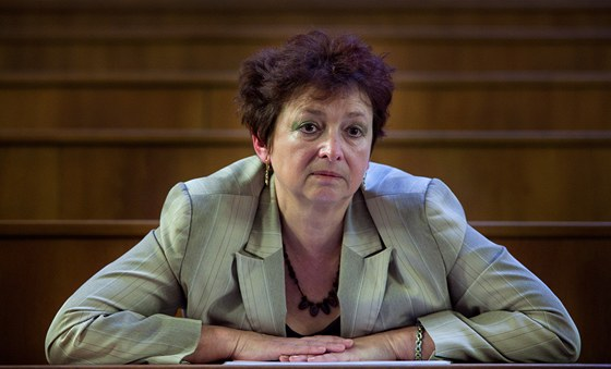 Předsedkyně Akreditační komise Vladimíra Dvořáková. (28. února 2012, Praha)