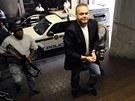 Jihoafričtí policisté eskortují Radovana Krejčíře k soudu v Pretorii (16. února