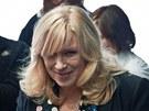 Iveta Radičová přebírá od svých stoupenců petici proti jejímu odchodu z