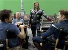 Z natáčení filmu Avengers. Zprava Robert Downey Jr., Joss Whedon,Chris Hemsworth a Chris Evans.