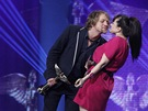 Ceny Anděl 2012 - Tomáš Klus (zpěvák roku) s Martou Jandovou