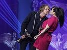 Ceny And�l 2012 - Tom� Klus (zp�v�k roku) s Martou Jandovou