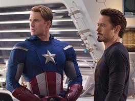 Z filmu Avengers, Iron právě urazil Kapitána Ameriku kontroverzní poznámkou.