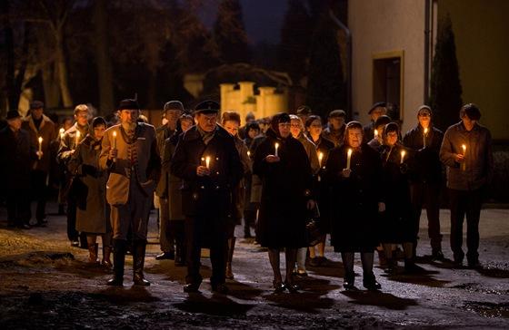 Scéna z filmu Hořící keř