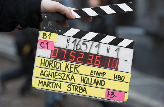 Klapka při natáčení série Hořící keř