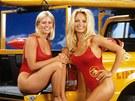 Nicole Eggertová a Pamela Andersonová v seriálu Pobřežní hlídka (1992)