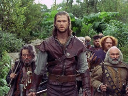 Chris Hemsworth ve filmu Snhurka a lovec