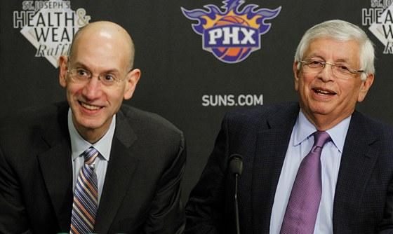 NA TO MَEME ��CT JEN... Komision�� NBA David Stern (vpravo) a jeho z�stupce