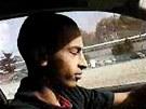 Mohammed Merah na rok a p�l star�ch z�b�rech, na kter�ch ��d� v BMW.