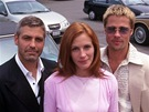 Julia Robertsová, George Clooney a Brad Pitt ve filmu Dannyho parťáci (2001)
