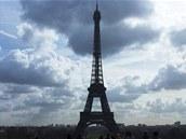 Eiffelova věž je nejznámější pařížskou dominantou.