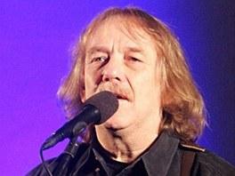 Jarom�r Nohavica na koncertu v kostelu v Ostrav�-Z�b�ehu. (12. prosince 2010)