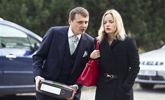 V�t B�rta a Kate�ina Klasnov� p�ed jedn�n�m Obvodn�ho soudu pro Prahu 5, kde...