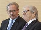 Novnináři Bob Woodward (vlevo) a Carl Bernstein