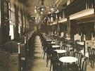 Kavárna v Paláci Elektra v roce 1930.