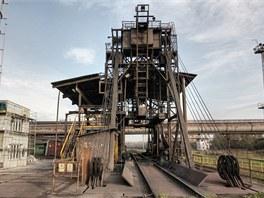 Čelní výklopník: pro vykládku surovin ze železničních vozů