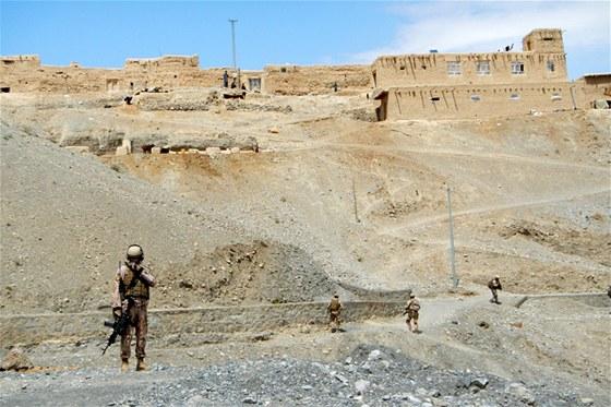 Sestup do údolí řeky Dobandaj v afghánském Lógaru