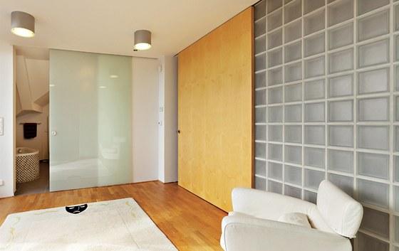 Fitness m�stnost soused�c� s v�chodn� terasou lze propojit s koupelnou a