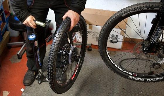 Nahuštění kola na správný tlak