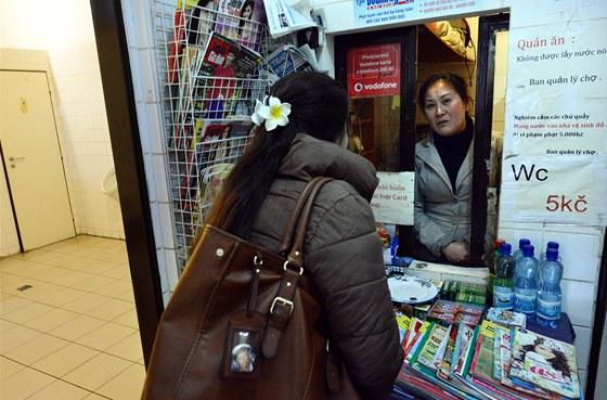 Tržnice SAPA v Praze, kterou provozuje vietnamská komunita. Každá plocha je pro