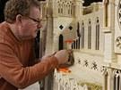 Model Notre Dame stál 298 000 sirek, 2 000 párátek, 2 000 hodin práce a 55