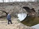 Historick� most v Ronov� nad S�zavou v P�ibyslavi zni�il traktorista s t�k�m...