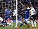 ZÁVAR + RUCE NAD HLAVOU = GÓL? Juan Mata z Chelsea zvedá ruce nad hlavu a slaví...
