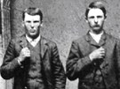 Bratři Jamesovi. Vlevo Jesse, vpravo Frank.