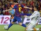 Messi je vyhl�en� dribl�r, tady si vychutnal Ronalda.