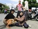 Vyd�en� obyvatel� indon�sk�ho m�sta Banda Aceh b�hem zem�t�esen�. (11. dubna