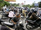 Vyd�en� Indon�san� hromadn� opou�t�j� m�sto Banda Aceh (11. dubna 2012).