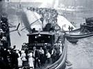 Záchrana pasažérů z výletní lodi SS Eastland po neštěstí na řece Chicago (24.