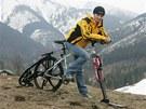... i v l�t� s cyklisty.